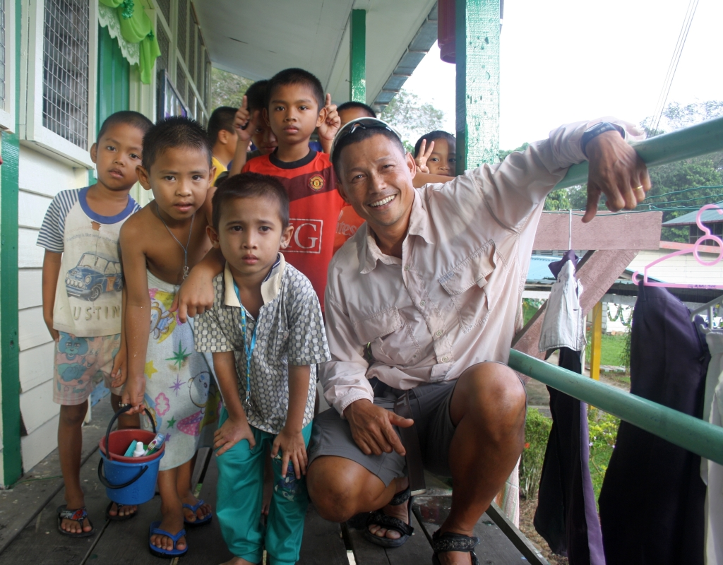 Iban Kids in their residential school with our local guide Ahmadul